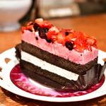 コウノスケバー - 【ケーキセット@税込900円】苺とブルーベリーのケーキ
