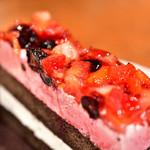 コウノスケバー - 【ケーキセット@税込900円】苺とブルーベリーのケーキ:寄りで。