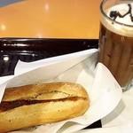 エクセルシオール カフェ - プレーンドッグとアイスカフェモカ