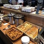 ボンサルーテ カフェ - パンもあります。