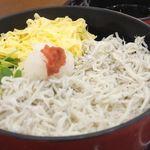 11177867 - 『郷土料理 かどや』の「宇和島産しらす釜あげ丼(600円)」
