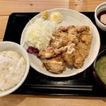 111770957 - あそび邸定食960円、鶏カツ+唐揚げ2個