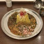 旧ヤム鐵道 - ●あいがけカレー¥993税込 今月のカレー2種類+ルゥポット ・C いきなり鶏キーマに押麦のガリサラダのせ