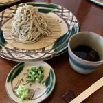 手打蕎麦切 玄寿 - 料理写真:冷たい十割 もりそば 白 ¥1080(税込)