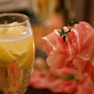 お酒がすすむビストロ料理が豊富!京都と滋賀の地酒もご用意♪