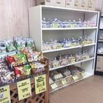 岩塚製菓 - 店内