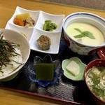 小料理 はかた伊達 - 茶碗蒸しセット、ご飯の上にのせる具を「高菜」か「明太子」を選べますので「明太子」を。(880円:税込)