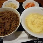 111798021 - 大盛焼肉丼(玉子スープ・ナムル・キムチ付)