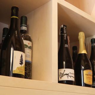 約100種類常備!イタリアワインだけでなく自然派ワインも有り