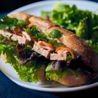 えだおね - 料理写真:バインミーサンドイッチ