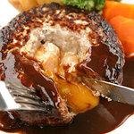 洋食 マ・メゾン - 料理写真:大きな大きなハンバーグ