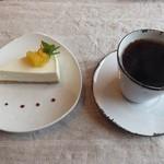 千花 - 自家製レアチーズケーキとコーヒー