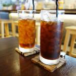 ABBEY - セットのドリンクは、アイスコーヒーとアイスティーです。