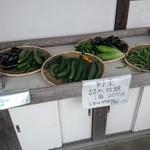 111809477 - 野菜も売ってます