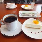 千花 - コーヒーとレアチーズケーキ