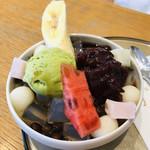 月ヶ瀬 - スイカとバナナがのった、あんみつ♡粒あん、アイス、白玉のせ( ^ω^ )