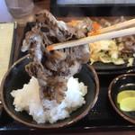じゅーじゅー焼き 肉釜食堂 - ほら こんな肉