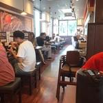 じゅーじゅー焼き 肉釜食堂 - オープンして3日後の店内 平日の11時20分