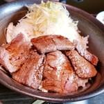 111831653 - 黒毛和牛ステーキ丼ランチ 1,680円 スープとドリンク付き