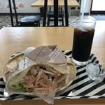 サラダ専門店 カラダ×サラダ - 料理写真:今回のモーニングは、ピタパンとアイスコーヒーにしました(2019.7.18)