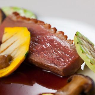 相性◎素材に合わせたフランス料理のソースで味わう肉料理