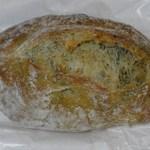 11184747 - ハーブの香りパン120円