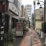 中華成喜 - この通りだけ開発から取り残され、、、