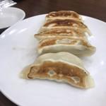 中華成喜 - 餃子。皮がもっちりで美味しい