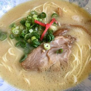 麺麺亭 - 料理写真:とんこつラーメン