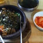 111844814 - ワカメスープ  白菜キムチも ついてます。