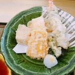 島活 - 天ぷら6種類 左の四角いのがゴマ豆腐  あとはシシトウ エビ トウモロコシ カボチャ イカ
