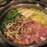 Ooitayuushokuizakayaorochitohiiragi - たっぷり木の子地鶏鍋