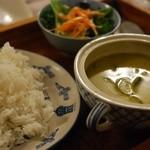 モノカフェ ワヲン - こだわりグリーンカレー