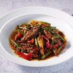 牛ハラミ肉と野菜のスパイシー炒め(パッパネーンヌア)