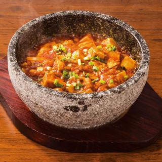 「石鍋マーラー豆腐」や「空心菜のガーリック炒め」もオススメ♪
