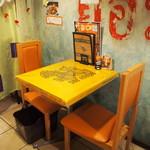 大阪カオマンガイカフェ - 店内(2Fテーブル席)