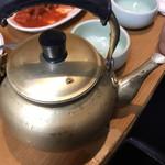 オムニ食堂 - その他写真:マッコリ ヤカンで来る。