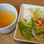 神田の肉バルRUMP CAP - ランチセットのサラダとスープ スープはお代わり可能