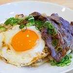 カフェ アンレーヴ - メガネ肉のステーキガーリックライス