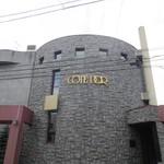 111863213 - 円筒形の建物