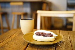 ビストロ ロジウラ - あんバターリコッタチーズサンド (¥540)、コーヒー (¥450)