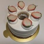ブランシェ タカギ - 料理写真:紅茶のシフォンケーキ 1400円