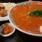 ムツゴロウ - 料理写真:ジャンラーメン・唐揚げセット(1050円)
