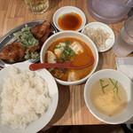 ぎょうざいってん - 胡麻坦々水餃子&唐揚げ定食820円