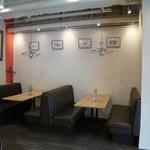グッドテーブル 鎌倉 - シックなソファー席も完備!! 落ち着いた雰囲気にもOK