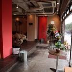 """グッドテーブル 鎌倉 - ポップアップスペースにも・・・ イベントスペースを探す上で決めてとなるのは、やはり""""立地""""ではないでしょうか? 鎌倉駅徒歩5分という好立地。 アクセス抜群です。"""