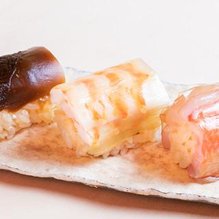 その時期に一番美味しい寿司を満足いくまで堪能できるコース料理