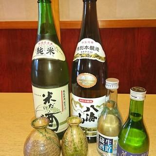 厳選された日本酒や焼酎を、お寿司とご一緒にお楽しみください