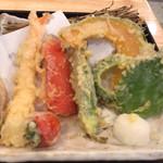 生そば あずま - 料理写真:彩り野菜の天盛りそば