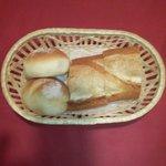 """au bon accueil - 新宿フレンチ""""au bon accueil""""ランチの「手作りのパン 峰屋」製パン"""